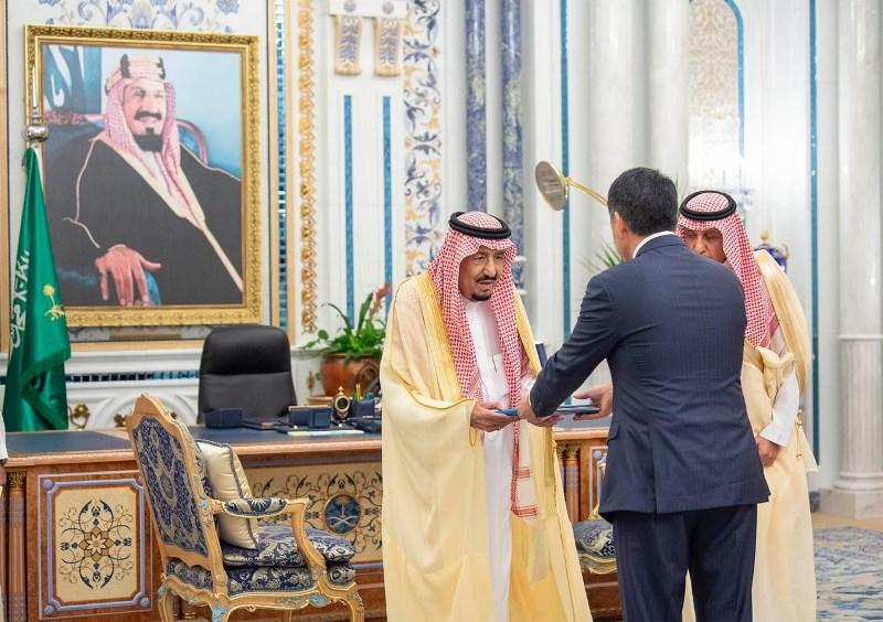 哈萨克斯坦大使向沙特国王递交国书