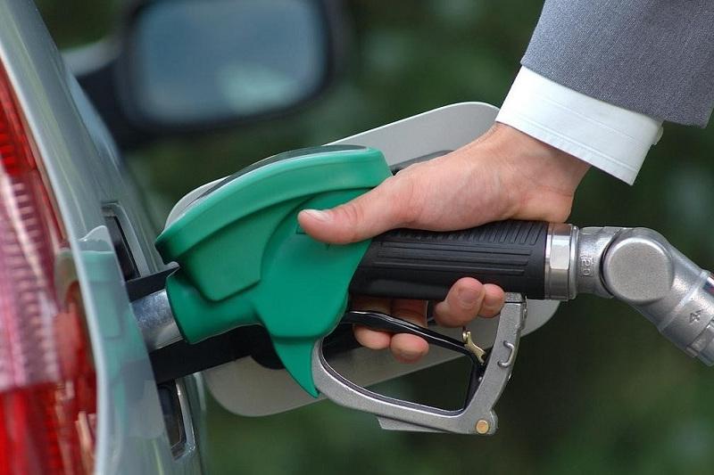 Бензин дешевеет: казахстанские НПЗ полностью обеспечивают рынок