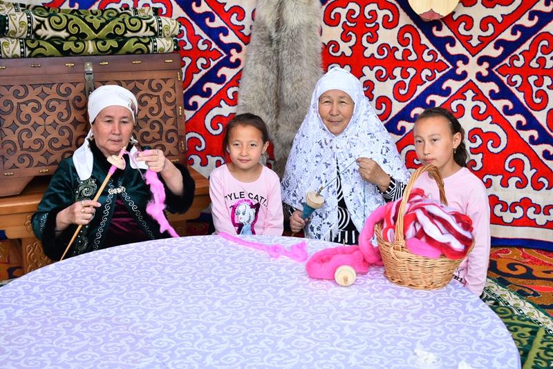 Фестиваль вязания устроили в Нур-Султане