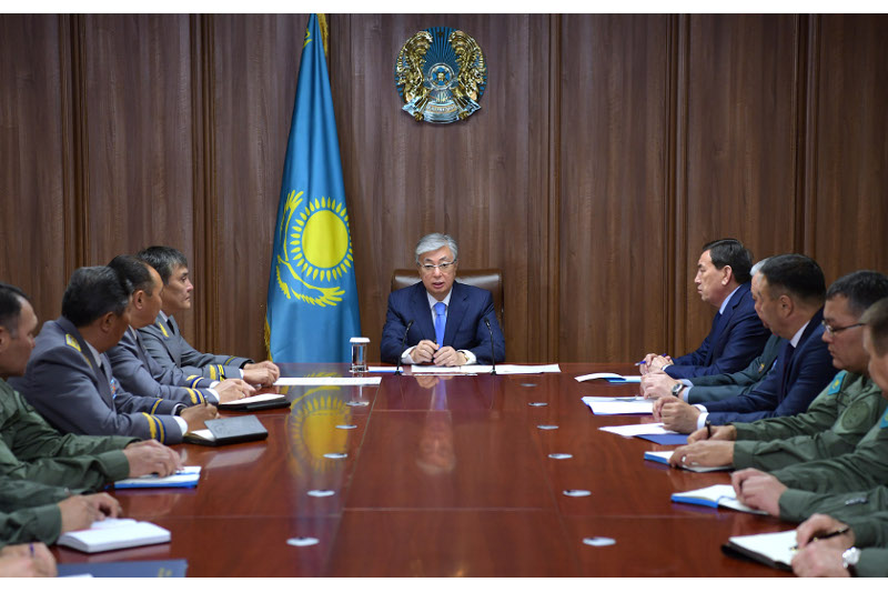 Kazakh President meets with State Guard Service senior staff