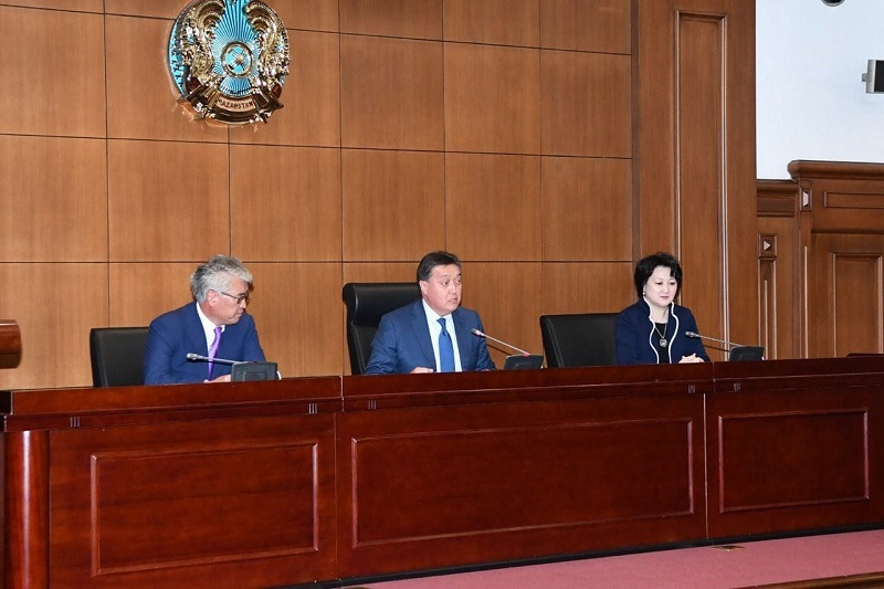 Аскар Мамин представил новых министров
