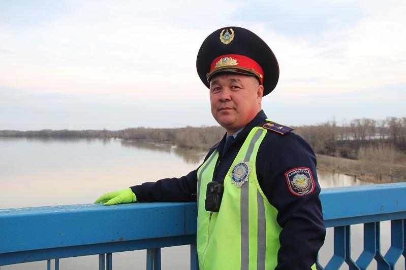 Двух самоубийц спас павлодарский полицейский Ербол Айгожин