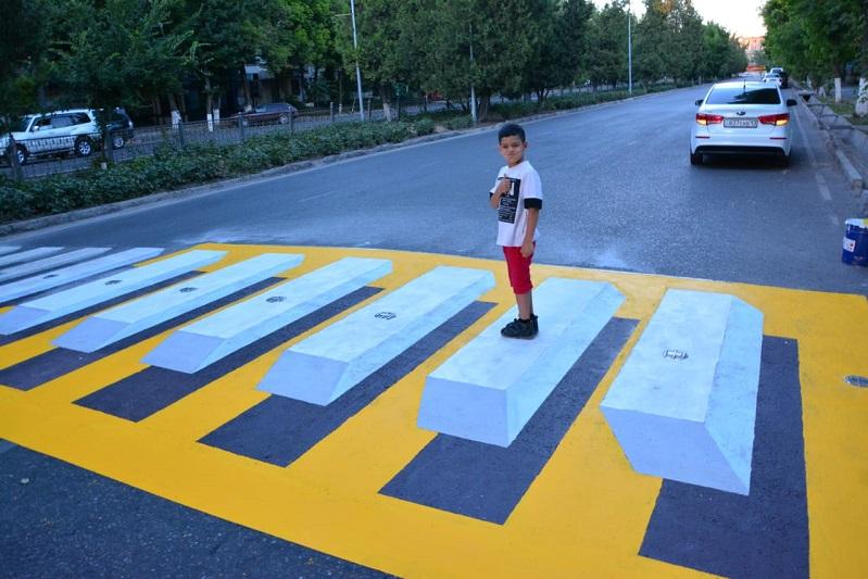 Первый в Казахстане 3D-пешеходный переход появился в Шымкенте