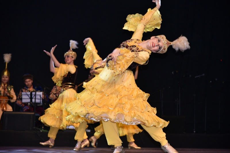 Государственный ансамбль танца «Салтанат» выступает с гастролями в Бельгии