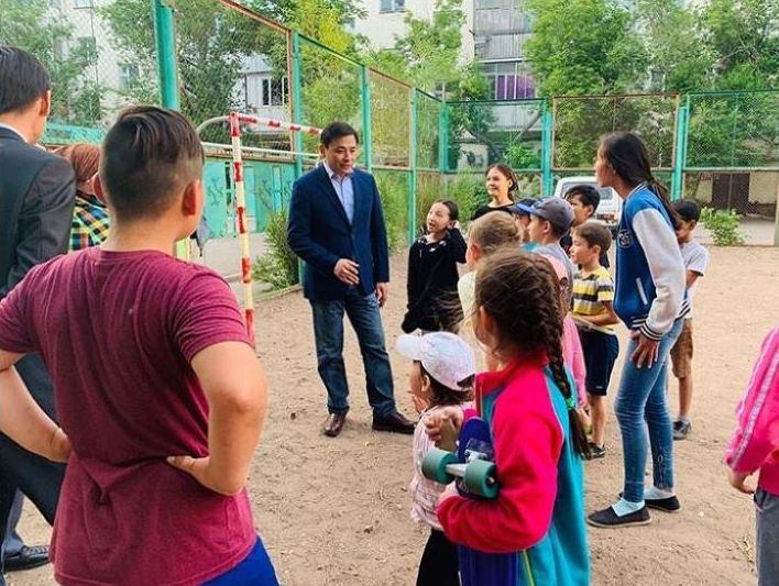 Алтай Кульгинов ознакомился с благоустройством дворов