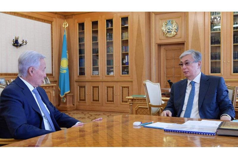 托卡耶夫总统接见国立科学医疗中心董事会主席