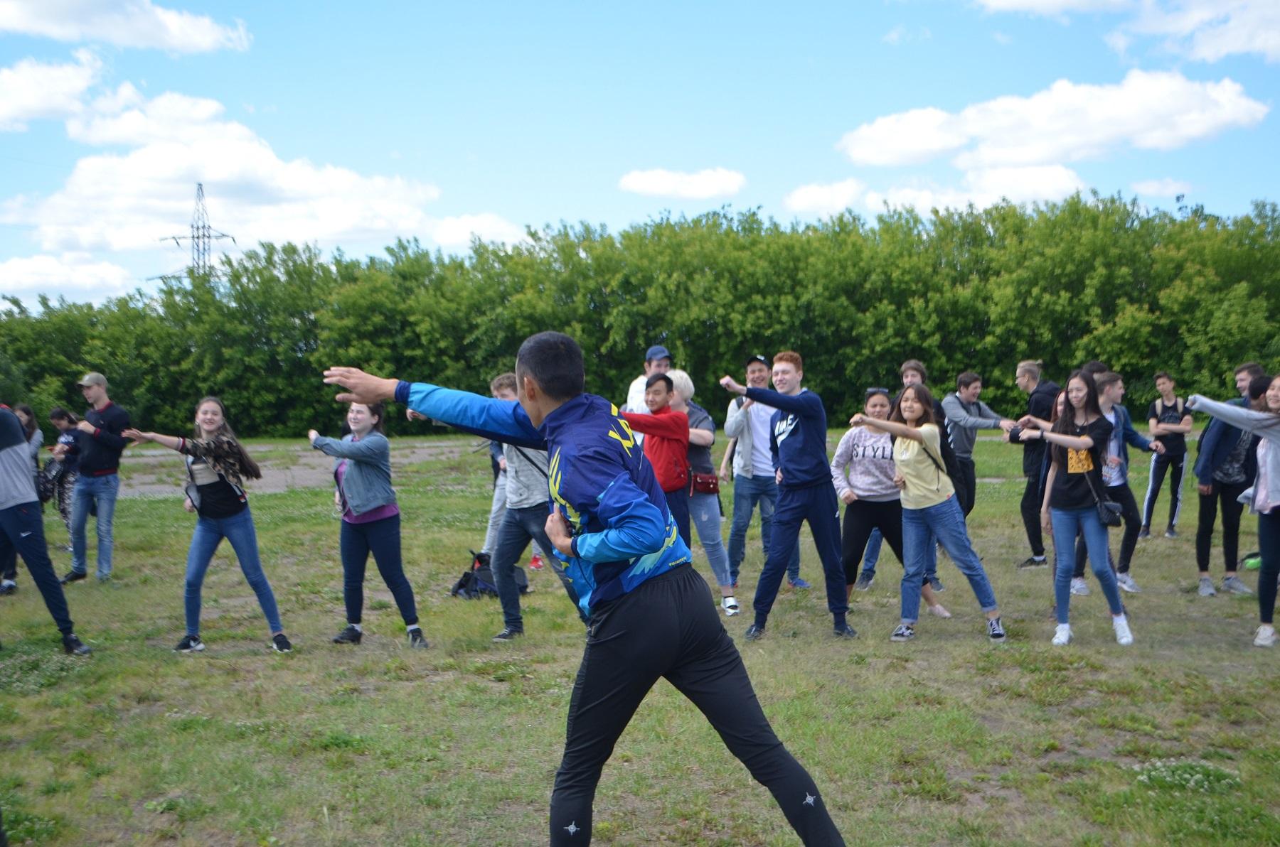 Три чемпиона учили приемам самозащиты подростков в СКО