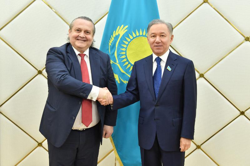 马吉利斯议长会见保加利亚驻哈大使