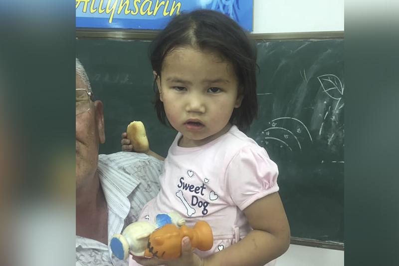 На выезде из Арыси найдена маленькая девочка