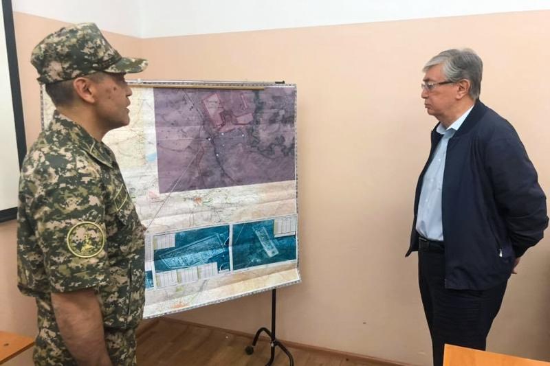托卡耶夫总统慰问阿尔斯市民