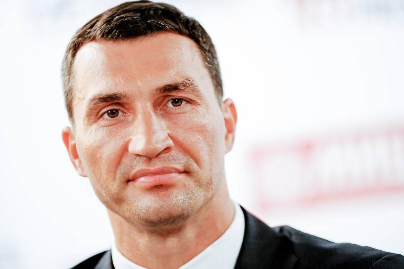 Владимир Кличконы Жерорта теңізінде отқа оранған яxтадан құтқарып қалды