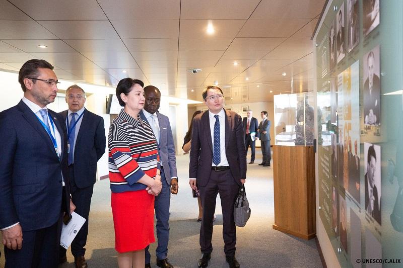 Парижде ҚР Үкіметі мен ЮНЕСКО Мәдениеттерді жақындастыру орталығын құру туралы келісімге қол қойды