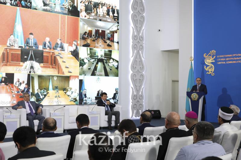 Даурен Абаев прокомментировал фейковые видео о выборах