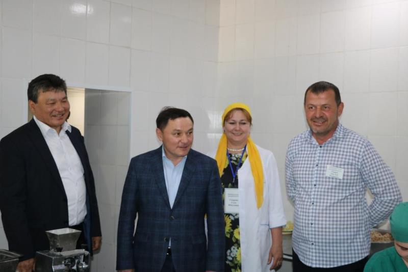 Аким Акмолинской области изучил состояние объектов в Сандыктауском районе
