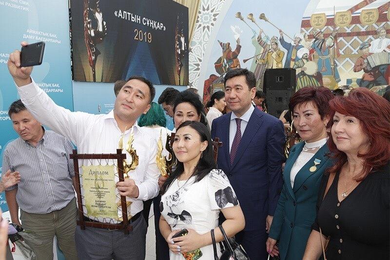 Премии лучшим работникам СМИ вручили в Караганде