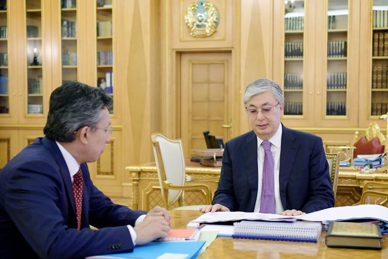 托卡耶夫总统接见贸易和一体化部部长