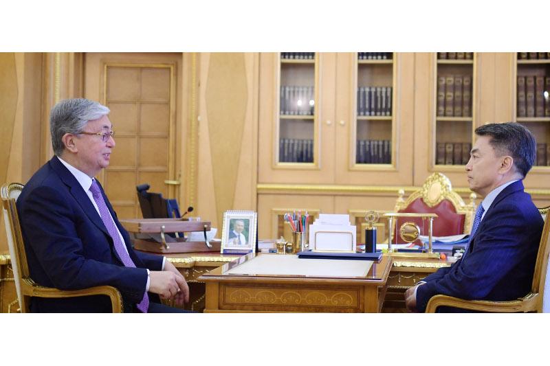 托卡耶夫接见哈萨克斯坦人权事务专员沙克洛夫