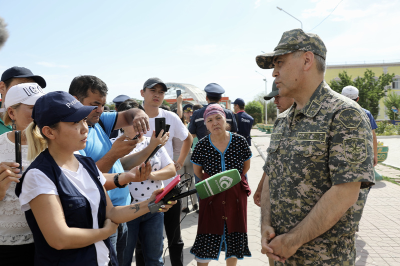 Возможные причины взрыва боеприпасов в Арыси назвал министр обороны