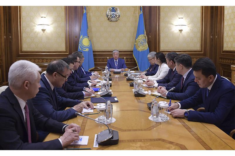 托卡耶夫总统接见总统办公厅领导层