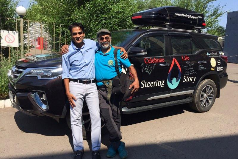 300 күнде 60 ел: Үндістандық саяхатшылар автостоппен Қазақстанға жетті