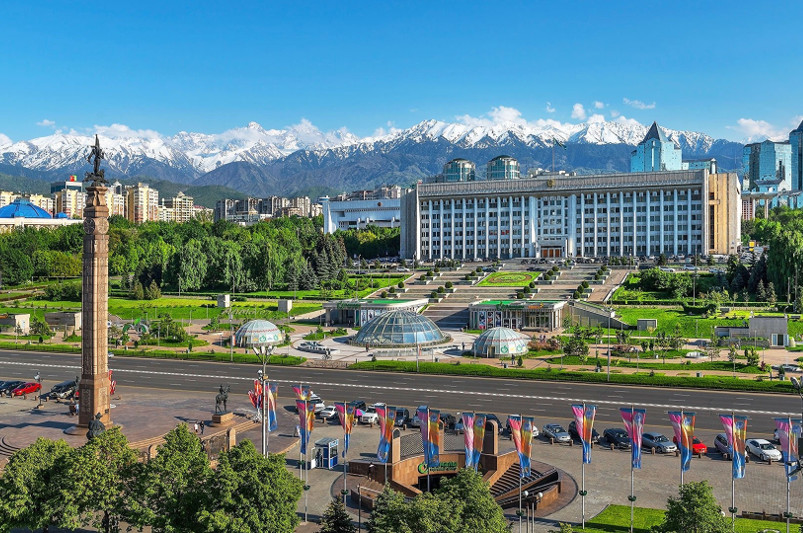 Вернуть скорость на аль-Фараби, дороги, экология: чего хотят горожане от нового акима Алматы