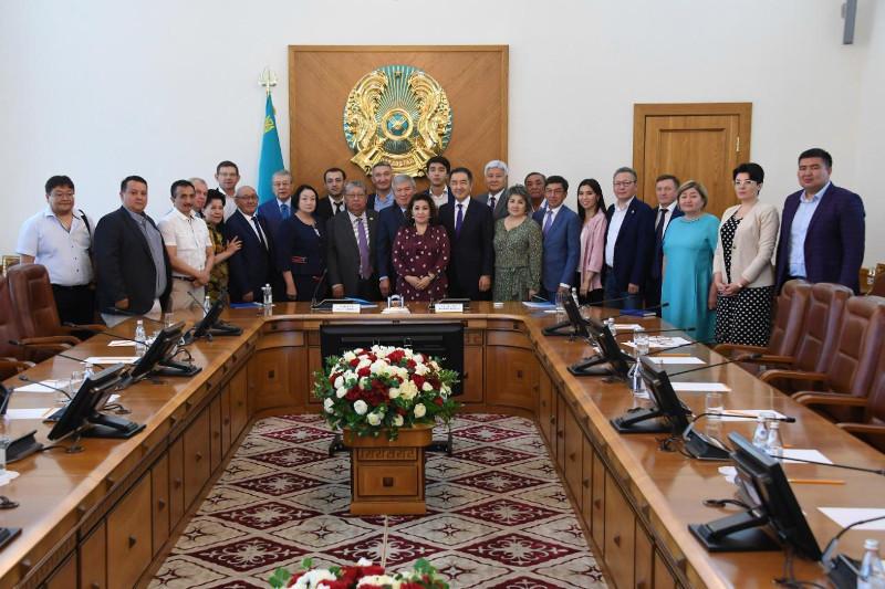 Аким Алматы провел заседание Общественного совета