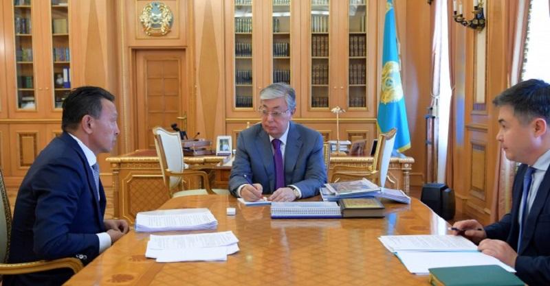 托卡耶夫总统接见国家铁路公司总裁孟巴耶夫