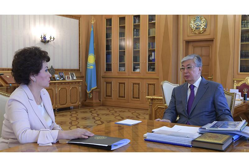 托卡耶夫总统接见哈萨克斯坦国立艺术大学校长