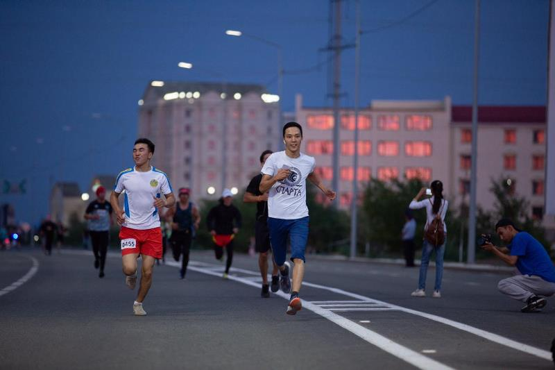Thousand people partake in Atyrau night footrace