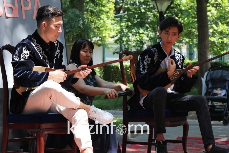 День домбры отпраздновали в Пекине