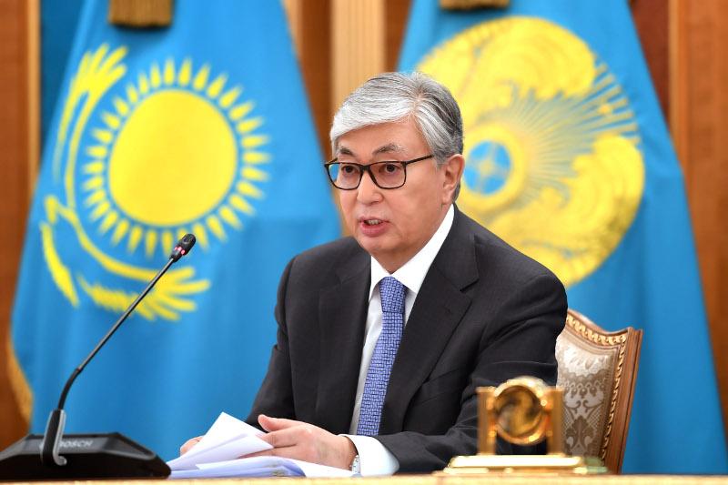 托卡耶夫总统会见彭博媒体集团代表