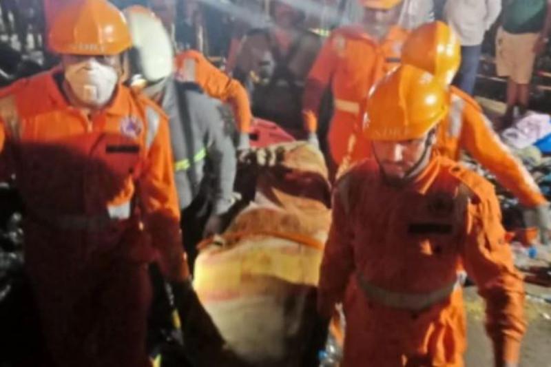 印度西部水库垮坝 2人死亡20余人失踪
