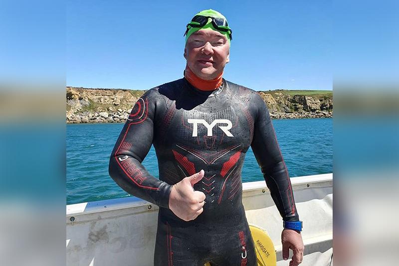 14 часов и 34 км: казахстанец переплыл Ла-Манш