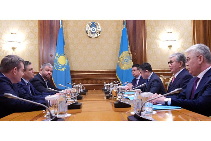 托卡耶夫总统会见贝克休斯董事长