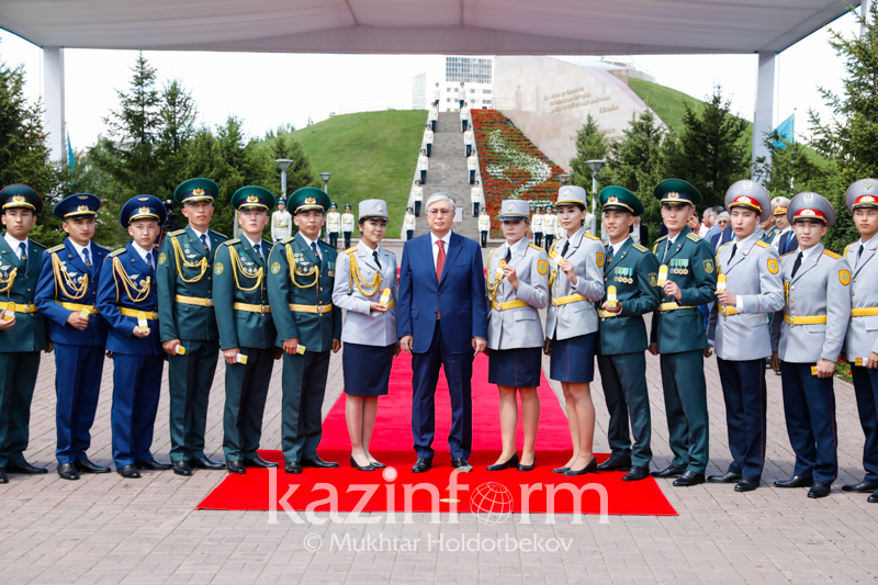 President presents 27 servicemen with epaulets in Nur-Sultan