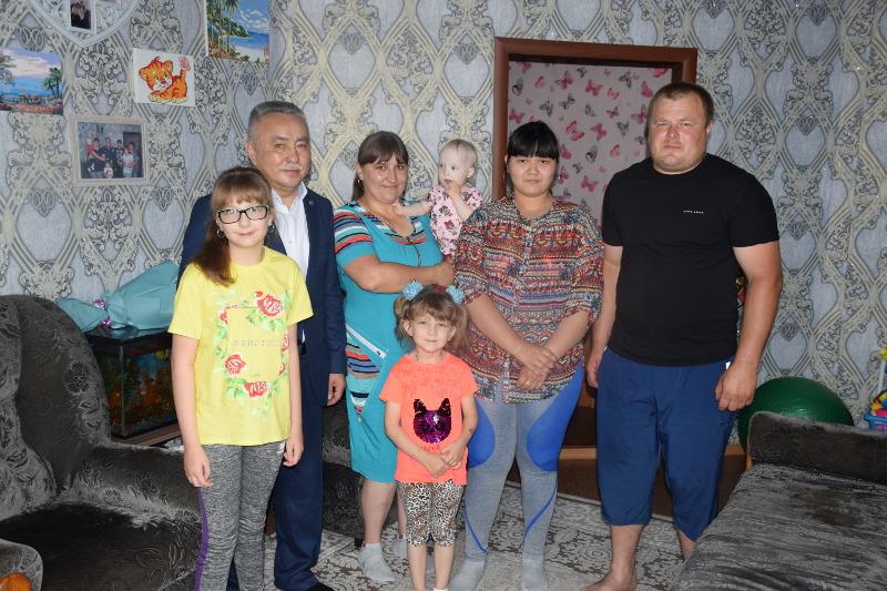 Многодетной семье оказали помощь полицейские в Кокшетау