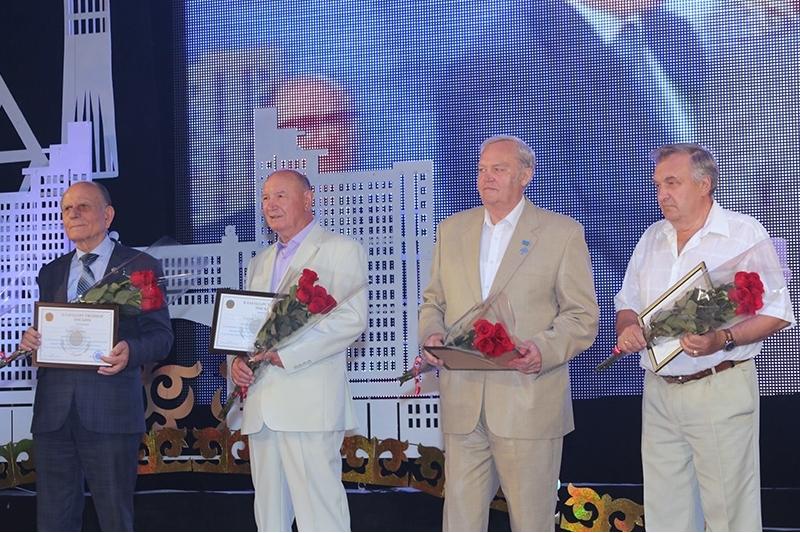 В Темиртау наградили первостроителей столицы