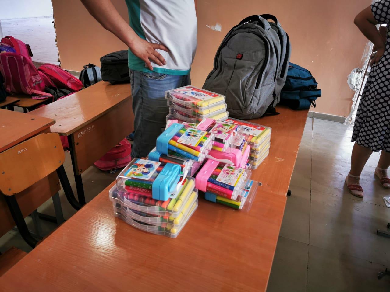 Арыста 100 оқушыға мектеп құралдары табыс етілді