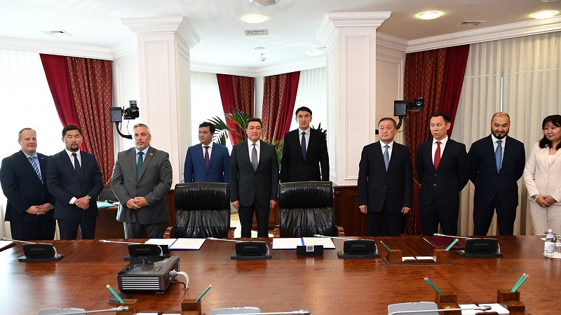 哈萨克斯坦政府与美国企业签署合作备忘录