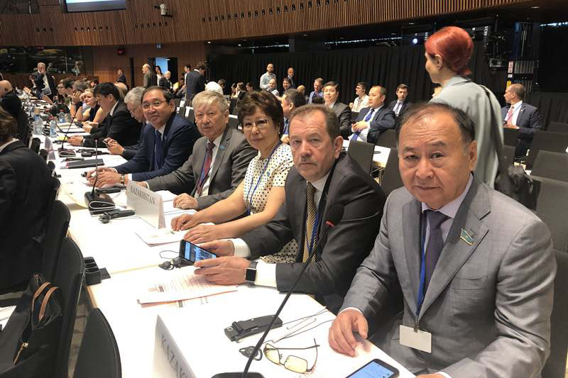 哈萨克斯坦代表团出席欧安组织议会大会会议