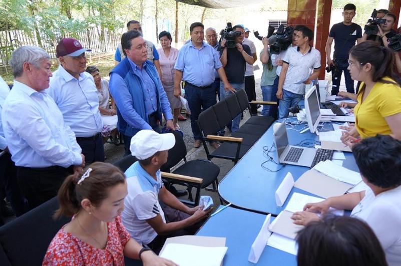 Аскар Мамин поручил усилить работы по восстановлению объектов бизнеса в Арыси