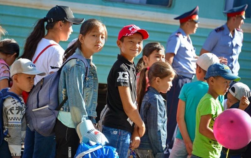 170 детей из Арыси прибыли в Павлодарскую область