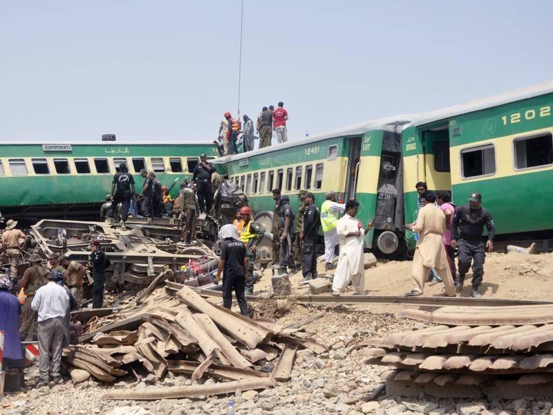 巴基斯坦火车相撞造成至少13人死亡