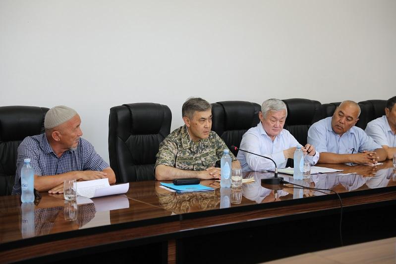 Министр обороны встретился с аксакалами и общественностью города Арыси