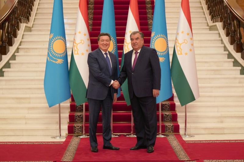 Аскар Мамин провел переговоры по расширению торгово-экономического сотрудничества с Таджикистаном