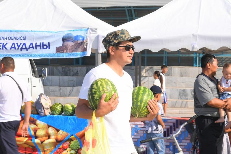 200 тонн сельхозпродукции раскупили на ярмарке жители Арыси