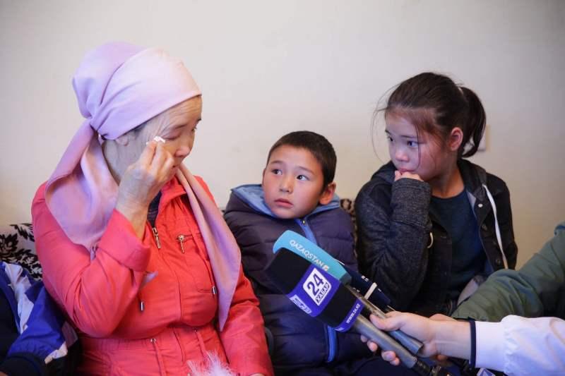 Канат Ислам подарил квартиру многодетной женщине в Нур-Султане