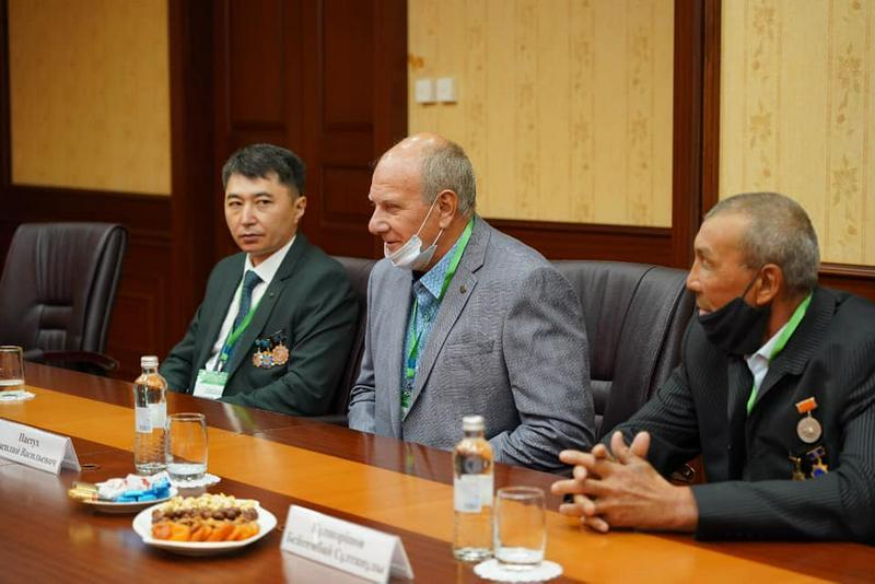 Бейбут Атамкулов встретился с коллегами - металлургами