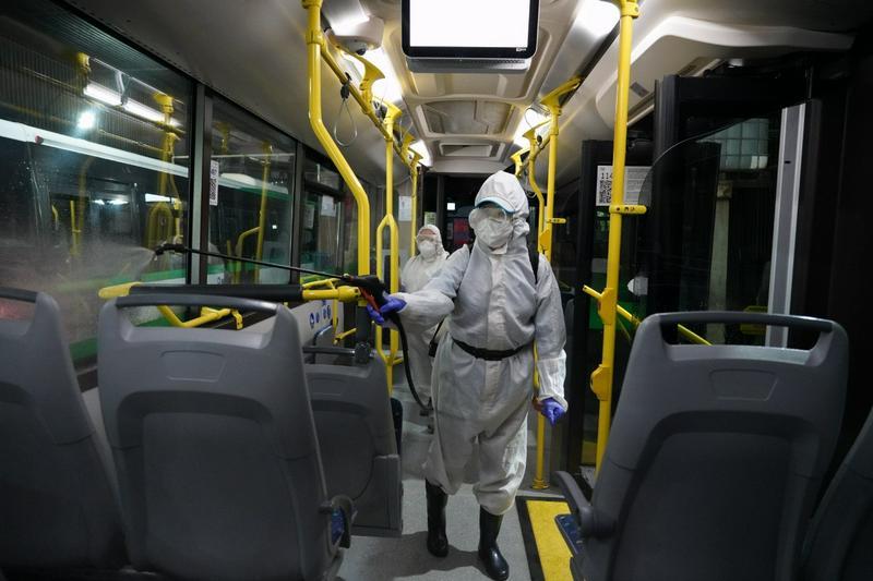Масштабная дезинфекция проводится в автопарках столицы