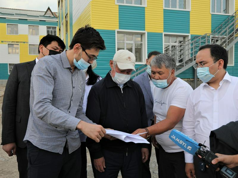 Бердибек Сапарбаев побывал на строительстве новых школ в Таразе